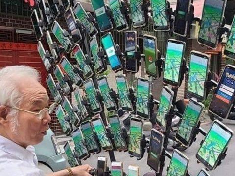 Pokémon GO Grandpa Now Plays with 64 Phones