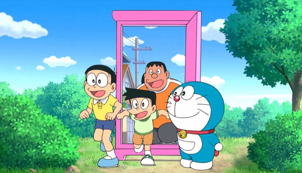 """Tourists Flock to Park with """"Anywhere Door"""" From Doraemon"""